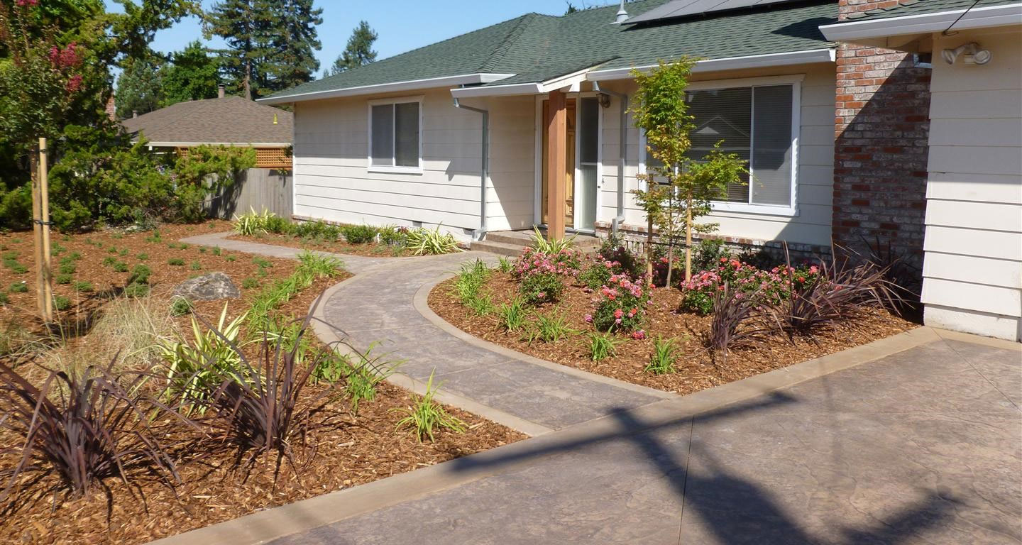 Front yard landscaping city of turlock building in for Front yard without lawn